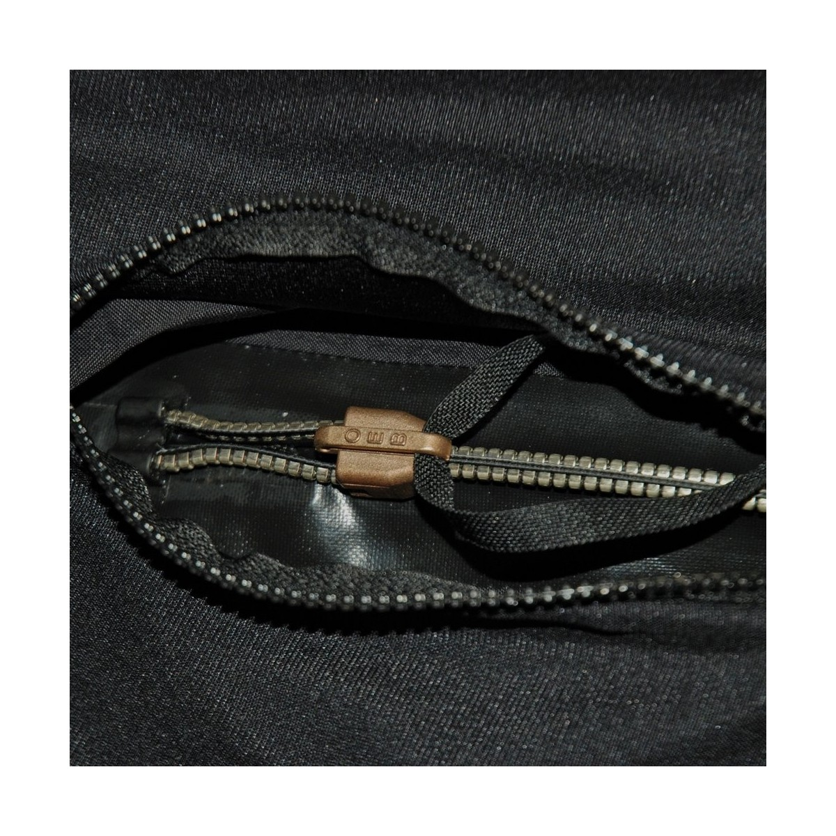 Aqua Lung 10-Inch Relief Zipper